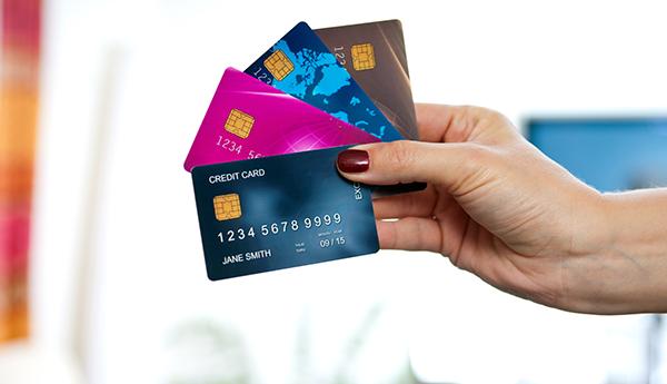 Преимущества банковских карт в отличии от наличного расчета