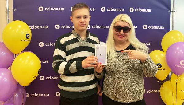 """Нагородження переможців розіграшу """"Подарунки коханим"""" від CCLOAN"""