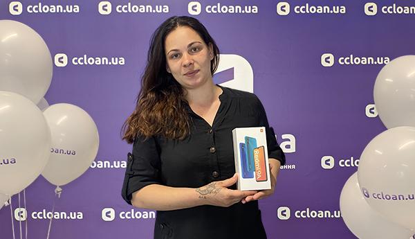 """Нагородження переможців розіграшу """"Телефон до відпустки"""" від CCloan"""